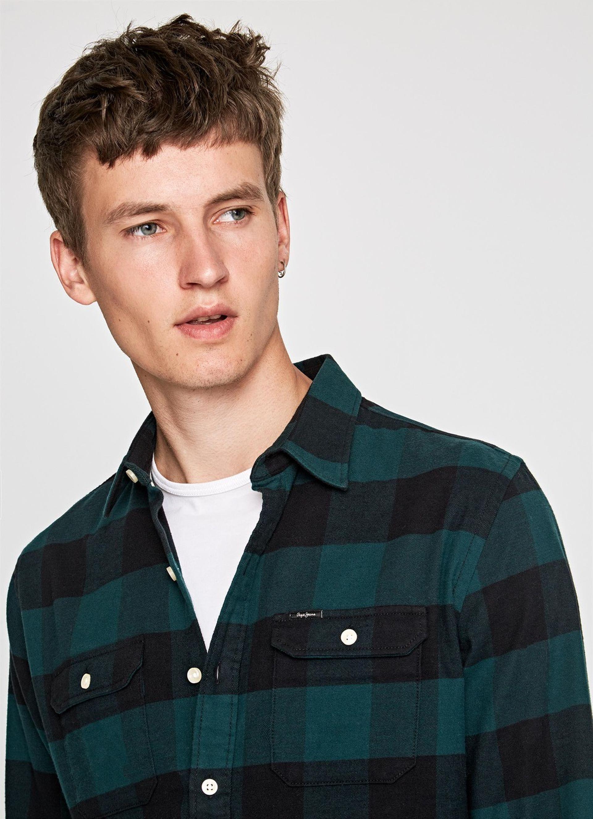 f6ad1a3252a4 PM305477 681 07 MO 1000Wx1000H. €70.00 Sale  €49.00. Καρό ανδρικό  μακρυμάνικο πουκάμισο Pepe Jeans ...